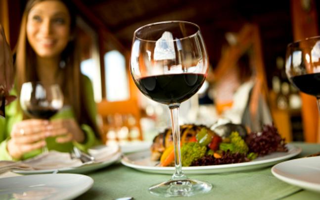 how can restaurants be better on social media?